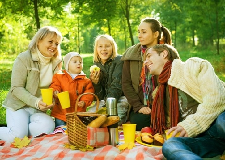 Plan an agenda of fun Fall activities for the whole family to enjoy.