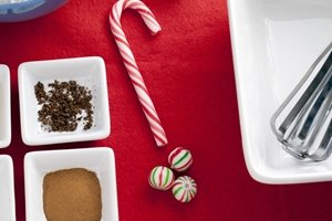 How to make easy holiday lollipops