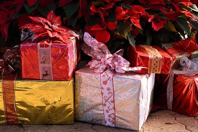 Holiday Gift Ideas for a Senior in Assisted Living