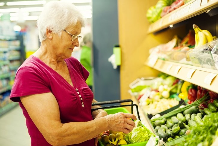 4 tips for making your next grocery shopping trip healthier